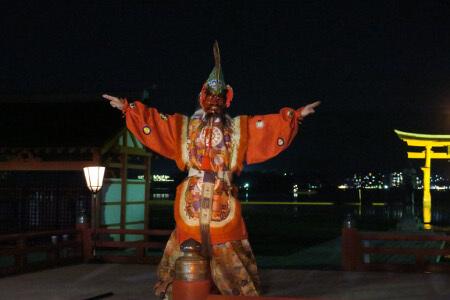 優雅な舞と幽玄な調べの舞楽・厳島神社 桃花祭。